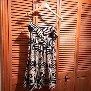 ⭐3/25$ Billabong Cream and Black fern print dress
